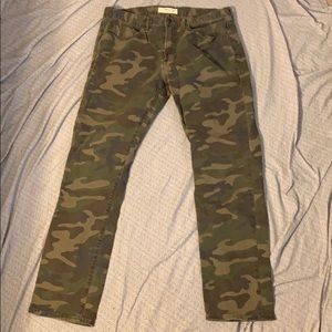 GAP GREEN CAMO PANTS! 34x32
